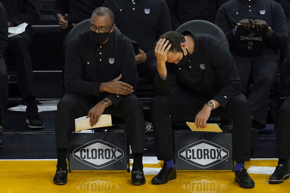 Sacramento Kings head coach Luke Walton, right, reacts on the sideline next to assistant coach Alvin Gentry during the first half of their team's NBA basketball game against the Golden State Warriors in San Francisco, Monday, Jan. 4, 2021. (AP Photo/Jeff Chiu)