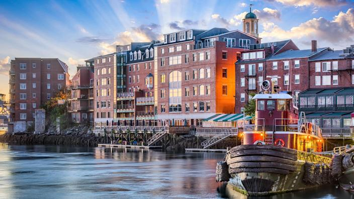 Portsmouth, New Hampshire, USA town cityscape.