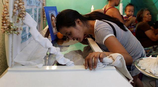 Jennelyn Olaires, 26, looks at the body of her partner Michael Siaron during his wake in Pasay, Metro Manila, Philippines July 28, 2016. Photo: Reuters/Czar Dancel