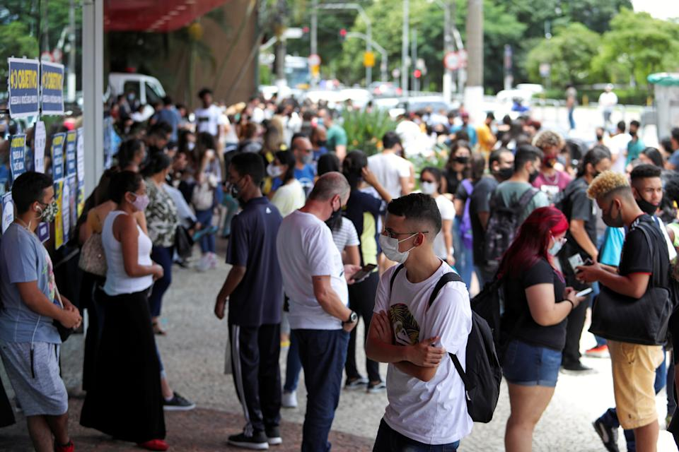 Students and their families gather before the beginning of the ENEM, Exame Nacional do Ensino Medio (National High School Exam), during the outbreak of the coronavirus disease (COVID-19), at UNIP Vergueiro test site in Sao Paulo, Brazil January 17, 2021. REUTERS/Amanda Perobelli