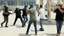 Israeli police, Palestinians in fresh clashes at al-Aqsa compound