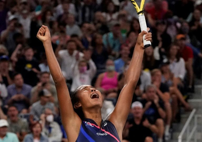 Canada's Leylah Fernandez celebrates her US Open fourth-round victory over Angelique Kerber (AFP/TIMOTHY A. CLARY)