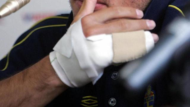 <p><strong>Injury: Ripped Off Finger</strong></p> <br><p>The hapless Paulo Diogo takes the unwanted prize of most unfortunate injury, coming in at number one on this wincing list. </p> <br><p>Diogo reacted to squaring the ball for a teammate to score by proceeding to run to the crown to celebrate with the fans, jumping on the metal fencing. </p> <br><p>When he had relieved all of his joyous celebrations, the luckless man jumped down, only to catch his wedding ring on the fencing and for it to rip his finger off. </p> <br><p>To add insult to a horrific injury, Diogo was also booked for excessive celebration, but that was to be the least of his worries as he continued to search for his discarded finger. </p>