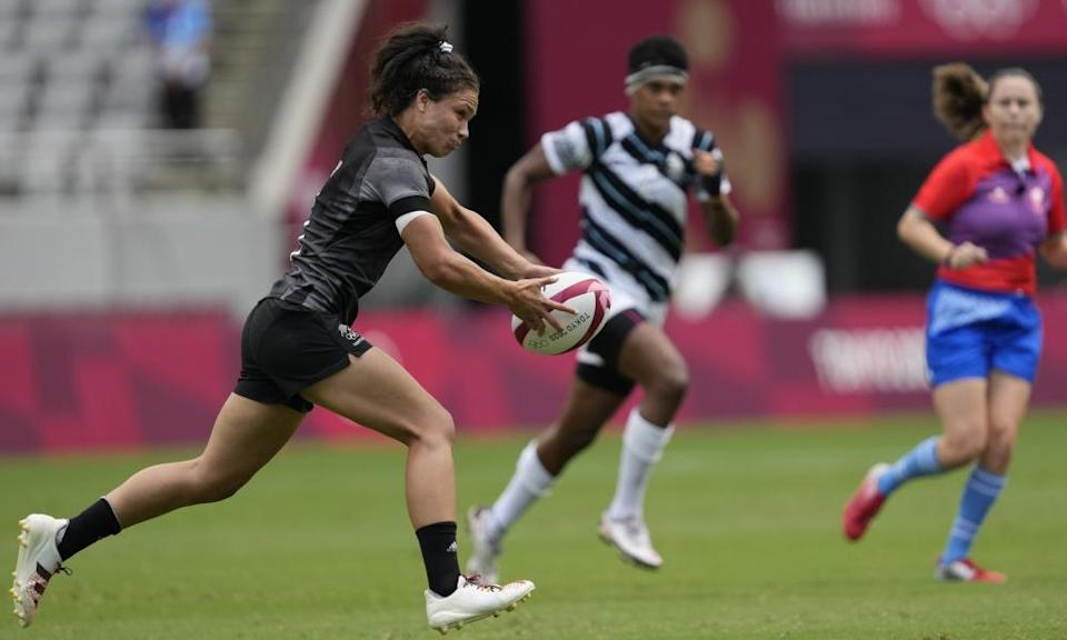 Tui runs with the ball in New Zealand's women's rugby sevens semifinal match against Fiji at the Tokyo Games