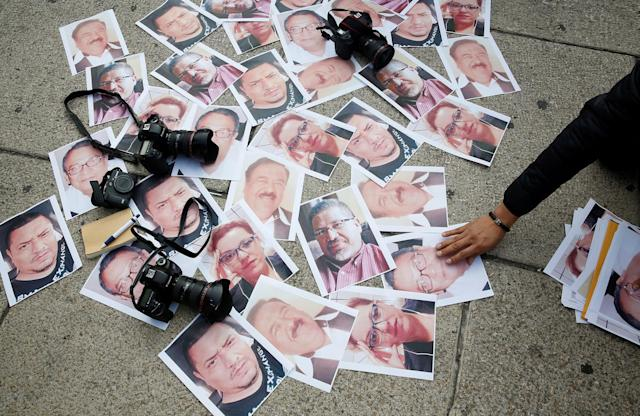 <p>Pictures of journalists who have been killed in Mexico are seen during a demonstration against the murder of journalist Javier Valdez, at the Angel of Independence monument in Mexico City, Mexico on May 16, 2017. (Henry Romero/Reuters) </p>
