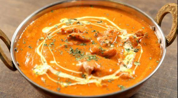 <p><strong>Butter chicken: </strong>Given the diversity in Indian cuisine it is difficult to narrow down on signature dishes of India that are globally recognized. By and large curries originating from India are popular around the world, and among them butter chicken or 'murgh makhani' has a special place owing to its mildly spiced curry sauce. </p>
