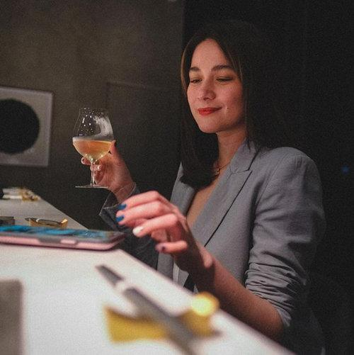Alonzo posted a photo of her enjoying her dinner