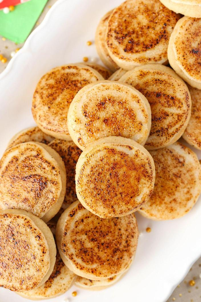 """<p>Caramelized sugar is our new favorite frosting sub.</p><p>Get the recipe from <a href=""""https://www.delish.com/cooking/recipe-ideas/recipes/a50280/creme-brulee-sugar-cookies-recipe/"""" rel=""""nofollow noopener"""" target=""""_blank"""" data-ylk=""""slk:Delish"""" class=""""link rapid-noclick-resp"""">Delish</a>.</p>"""
