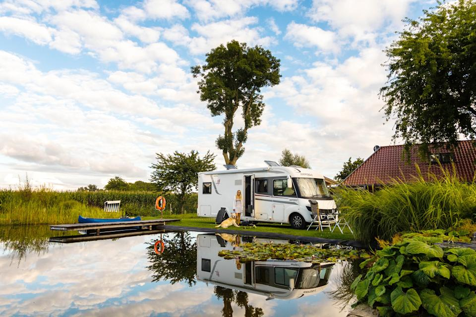 The pair are able to travel all over the country. (@champers_and_campers / Caters)