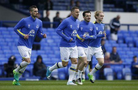 Everton's Morgan Schneiderlin, Phil Jagielka, Leighton Baines and Tom Davies warm up before the match