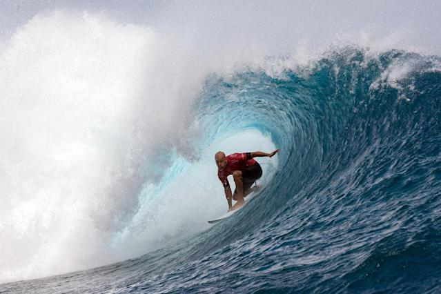 """(FILES) This file photo taken on August 24, 2015 shows USA's Kelly Slater competing in the 2015 Billabong Pro Tahiti, World Surf league tour n°4, along the Teahupo'o coast, western of the French polynesia island of Tahiti.Surfing legend Kelly Slater has spoken for a """"massive slaughter"""" of sharks in the Reunion Island on February 23, 2017 after a deadly attack on a young bodyboarder. (AFP Photo/GREGORY BOISSY)"""