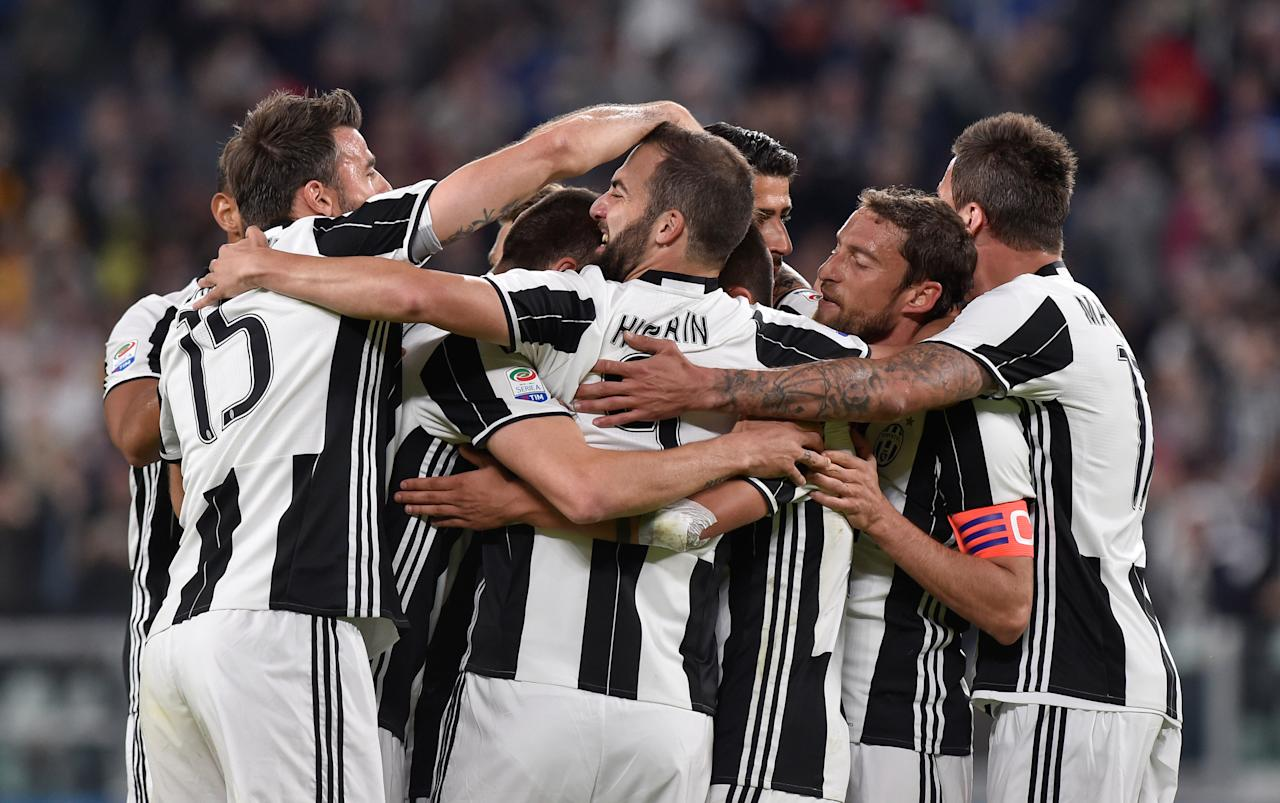 Football Soccer - Juventus v AS Genoa - Italian Serie A - Juventus stadium, Turin, Italy - 23/04/17 - Juventus' players celebrate Genoa's own goal. REUTERS/Giorgio Perottino
