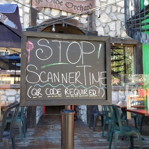A Montreal pub reminds customers to have their proof of vaccination ready to enter the restaurant. Ontario's vaccine passport goes into effect on Wednesday. It will be required to dine indoors.  (Susan McKenzie/CBC - image credit)