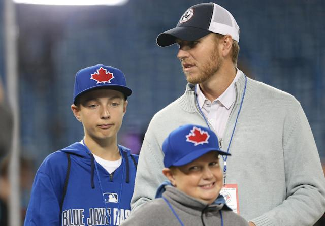 Roy Halladay with his sons Braden and Ryan in 2014. (Getty)