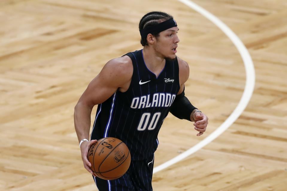 Aaron Gordon dribbles with one hand during a game.