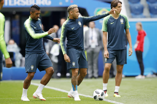 Brazil's Neymar, centre, exercises with his teammates during Brazil's official training on the eve of the group E match between Brazil and Costa Rica at the 2018 soccer World Cup in the St. Petersburg stadium in St. Petersburg, Russia, Thursday, June 21, 2018. (AP Photo/Dmitri Lovetsky)