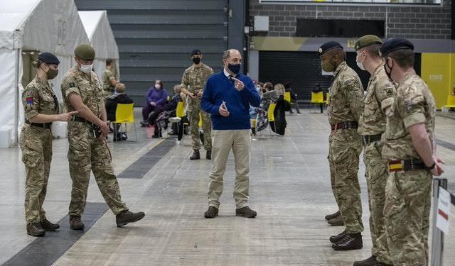 Ben Wallace talks to soldiers at the testing centre
