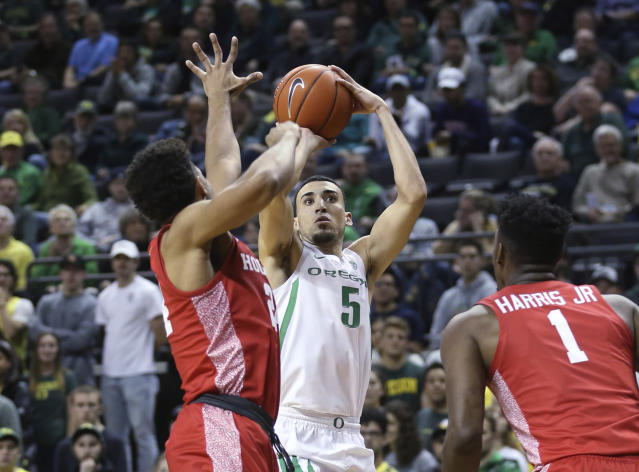 Oregon's Chris Duarte shoots as Houston's Quentin Grimes, left, and Chris Harris Jr. defend during the first half of an NCAA college basketball game in Eugene, Ore., Friday, Nov. 22, 2019. (AP Photo/Chris Pietsch)
