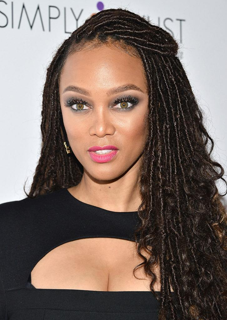"""<p>Odds are, we'll probably never know what exactly Prince said to Tyra Banks that """"healed"""" her, but if there was anyone capable of doing just that: it was Prince.</p><p>""""U tapped me on my shoulder, I turned around, U shared something so touching,"""" Banks wrote on <a href=""""https://twitter.com/tyrabanks/status/723275829371764736"""" rel=""""nofollow noopener"""" target=""""_blank"""" data-ylk=""""slk:Twitter"""" class=""""link rapid-noclick-resp"""">Twitter</a>, using Prince's trademark Us. """"Healed a lot of my past pain. Thank you.""""<br></p>"""