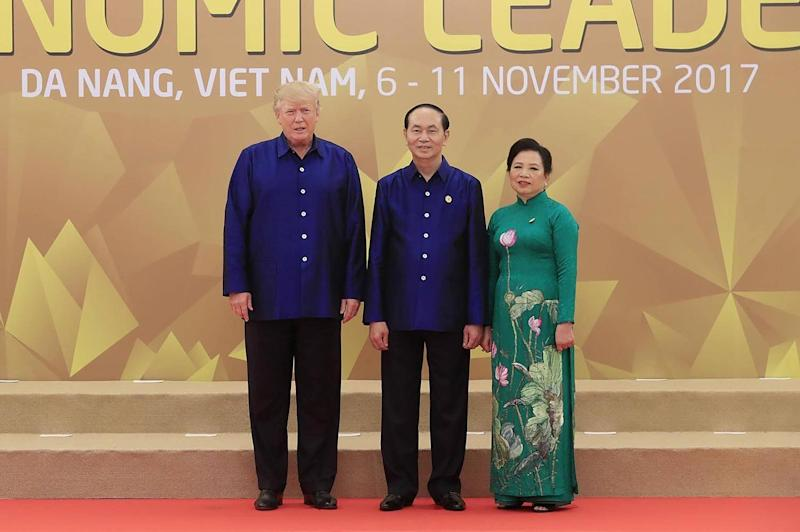 US President Donald Trump (L) poses with Vietnams President Tran Dai Quang as his wife (STR/AFP/Getty Images): AFP/Getty Images