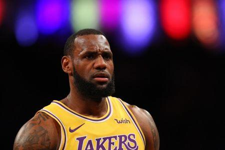LeBron James out vs. Kings; games streak ends at 156