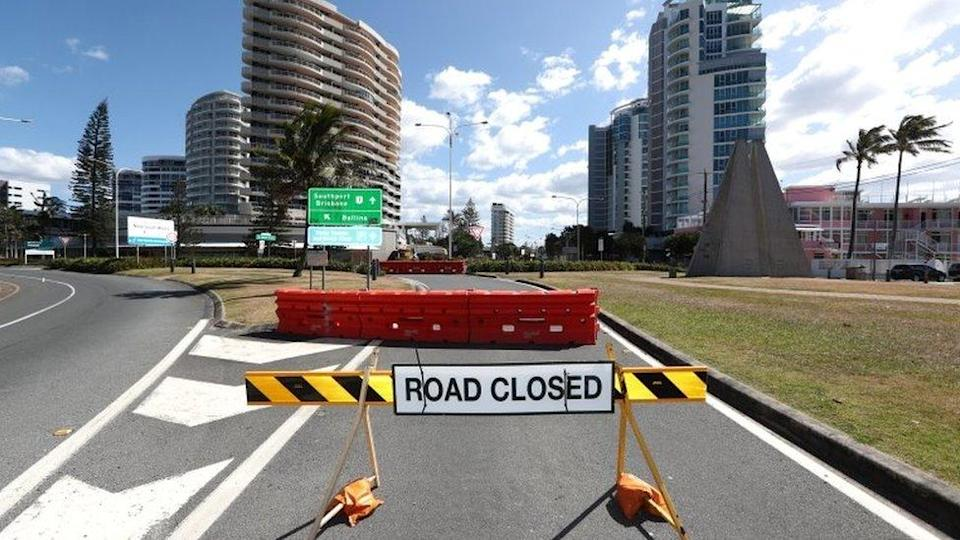 A road closed sign at the border between New South Wales and Queensland