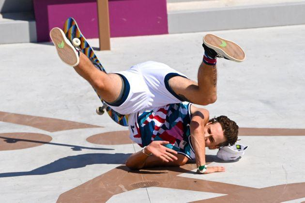 Jagger Eaton of the US takes a fall as he competes in the men's street prelims heat 1. (Photo: MARTIN BERNETTI via Getty Images)