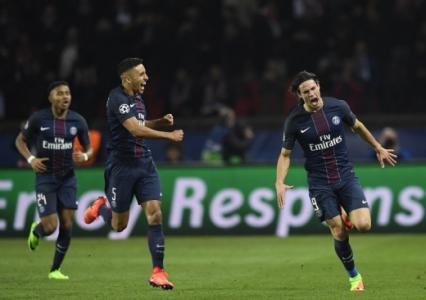Cavani vibra com o quarto gol do PSG diante do Barcelona
