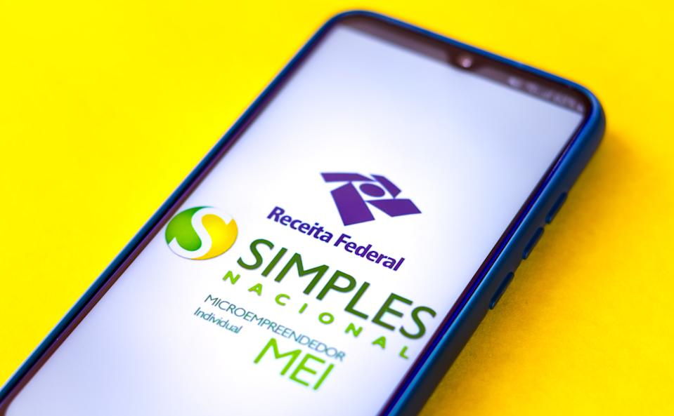 BRAZIL - 2020/09/05: In this photo illustration the SIMPLES Nacional (MEI) logo seen displayed on a smartphone. (Photo Illustration by Rafael Henrique/SOPA Images/LightRocket via Getty Images)