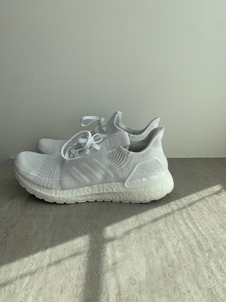 """<p><a href=""""https://www.popsugar.com/buy/Ultraboost-19-White-485436?p_name=Ultraboost%2019%20in%20White&retailer=adidas.com&pid=485436&price=180&evar1=fit%3Aus&evar9=46556667&evar98=https%3A%2F%2Fwww.popsugar.com%2Ffitness%2Fphoto-gallery%2F46556667%2Fimage%2F46556670%2FShop-Karlie-Kloss-Current-Favorite-Running-Sneakers-Also-Really-Loving-Karlie-Choice-Lighting-Here&prop13=mobile&pdata=1"""" rel=""""nofollow"""" data-shoppable-link=""""1"""" target=""""_blank"""" class=""""ga-track"""" data-ga-category=""""Related"""" data-ga-label=""""http://www.adidas.com/us/ultraboost-19-shoes/G54015.html"""" data-ga-action=""""In-Line Links"""">Ultraboost 19 in White</a> ($180)</p>"""