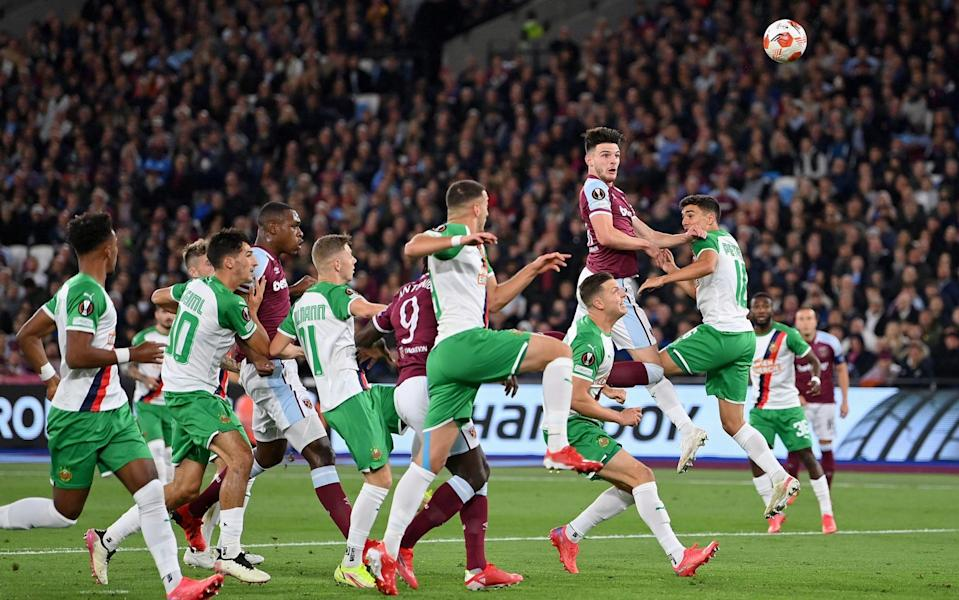 Declan Rice of West Ham United hits the post from a header during the UEFA Europa League group H match between West Ham United and Rapid Wien - Getty Images