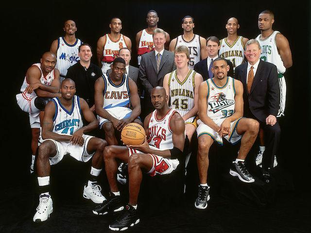 "<a class=""link rapid-noclick-resp"" href=""/ncaaf/players/254621/"" data-ylk=""slk:Jayson Williams"">Jayson Williams</a> (third from top right) was a teammate of <a class=""link rapid-noclick-resp"" href=""/ncaaf/players/263612/"" data-ylk=""slk:Michael Jordan"">Michael Jordan</a> (front center) in this glorious 1998 NBA All-Star photo. (Getty Images)"
