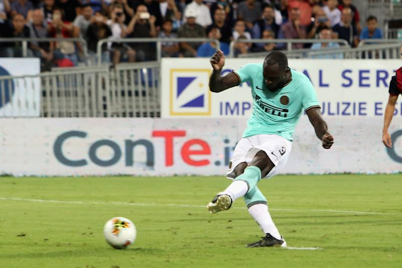 CAGLIARI, ITALY - SEPTEMBER 01: Romelu Lukaku of Inter scores his goal 1-2 during the Serie A match between Cagliari Calcio and FC Internazionale at Sardegna Arena on September 1, 2019 in Cagliari, Italy. (Photo by Enrico Locci/Getty Images)