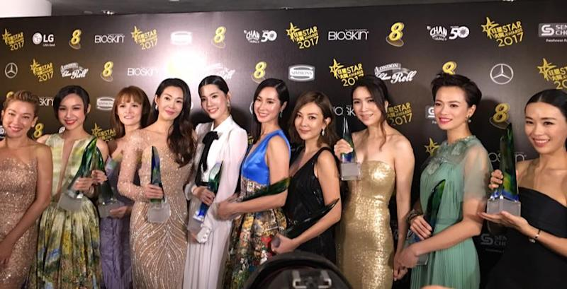 Top 10 Most Popular Female Artistes at Star Awards 2017. L-R: Kym Ng, Ya Hui, Jayley Woo, Jesseca Liu, Carrie Wong, Paige Chua, Tong Bing Yu, Sora Ma Yi Xuan, Felicia Chin, Rebecca Lim (Photo: Channel 8's Facebook page)