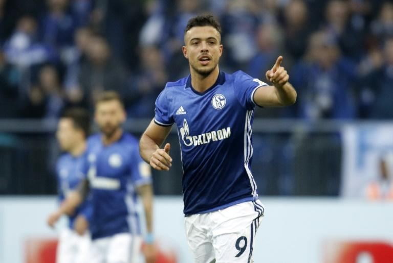 Schalke's forward Franco di Santo celebrates after scoring a penalty against Hamburg in Gelsenkirchen, western Germany, on November 19, 2017