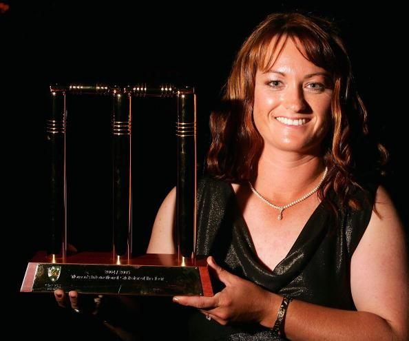 MELBOURNE, AUSTRALIA - JANUARY 31:  Karen Rolton with her award as Women's Cricketer of the Year during the 2005 Allan Border Medal Dinner held at Crown Casino on January 31, 2005 in Melbourne, Australia.  (Photo by Hamish Blair/Getty Images)