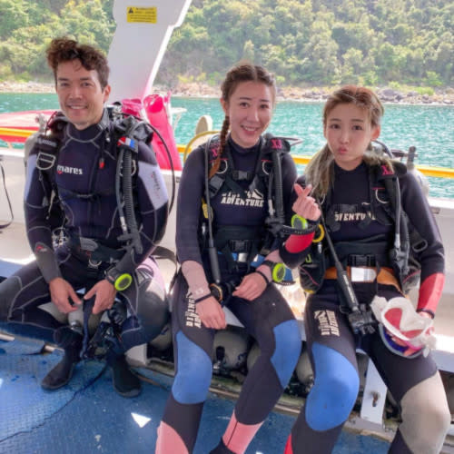 Derek previously joined Jessica and Alycia Chan during their diving activity