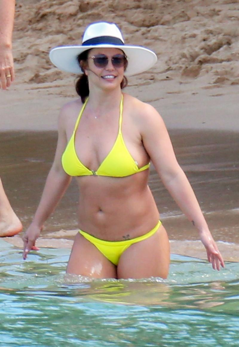 Britney Spears Enjoys Bikini Beach Day in Hawaii Amid Family Crisis: 'It's Been Difficult for Her'