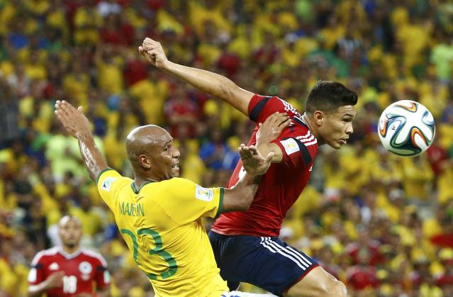 Brazil's Maicon jumps for the ball with Colombia's Teofilo Gutierrez during their 2014 World Cup quarter-finals at the Castelao arena in Fortaleza July 4, 2014. REUTERS/Stefano Rellandini (BRAZIL - Tags: SOCCER SPORT WORLD CUP)