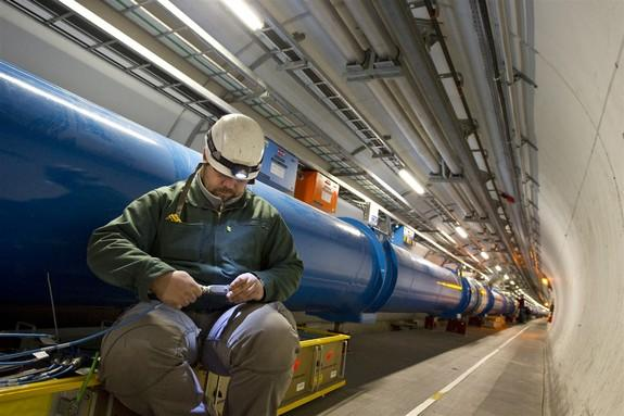 Physicists: US Needs Its Own Atom Smashers