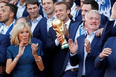 French President Emmanuel Macron and his wife Brigitte pose with France soccer team captain Hugo Lloris and coach Didier Deschamps and players before a reception aat the Elysee Palace in Paris