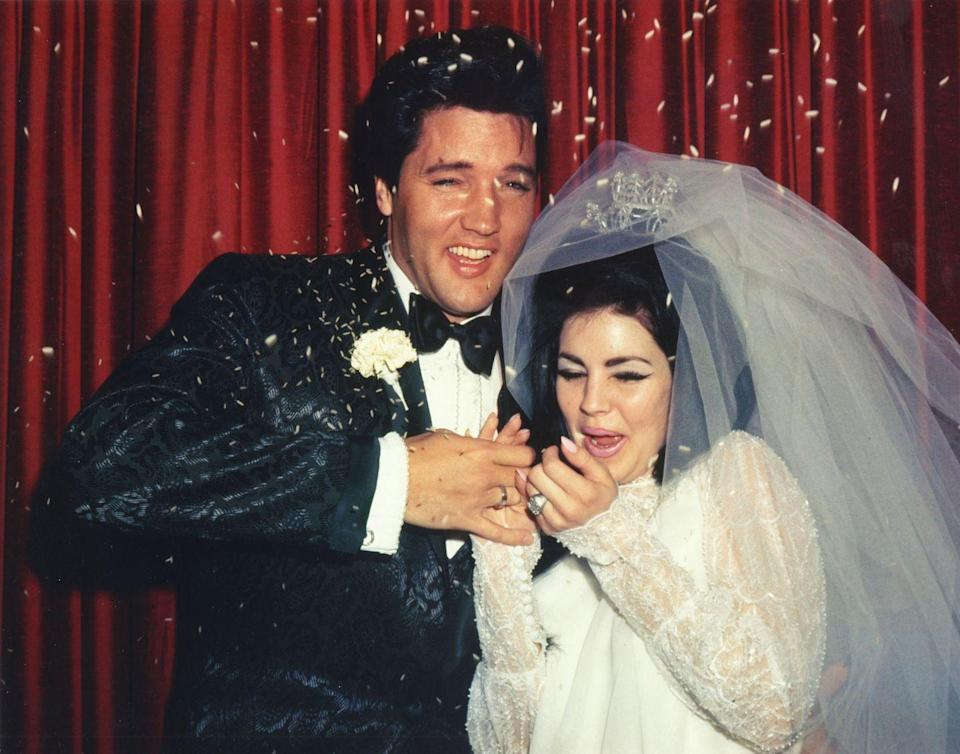 <p>The King of Rock and Roll married his longtime girlfriend, Priscilla Ann Beaulieu, in a small and private ceremony in a Las Vegas chapel. </p>