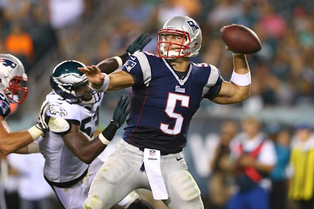 PHILADELPHIA, PA - AUGUST 09: Tim Tebow #5 of the New England Patriots drops back to throw as Emmanuel Acho #53 of the Philadelphia Eagles defends on August 9, 2013 at Lincoln Financial Field in Philadelphia, Pennslyvania. (Photo by Elsa/Getty Images)