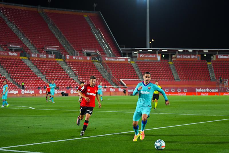 MALLORCA, SPAIN - JUNE 13: Antoine Griezmann of FC Barcelona runs with the ball during the Liga match between RCD Mallorca and FC Barcelona at Estadio de Son Moix on June 13, 2020 in Mallorca, Spain. (Photo by David Ramos/Getty Images)
