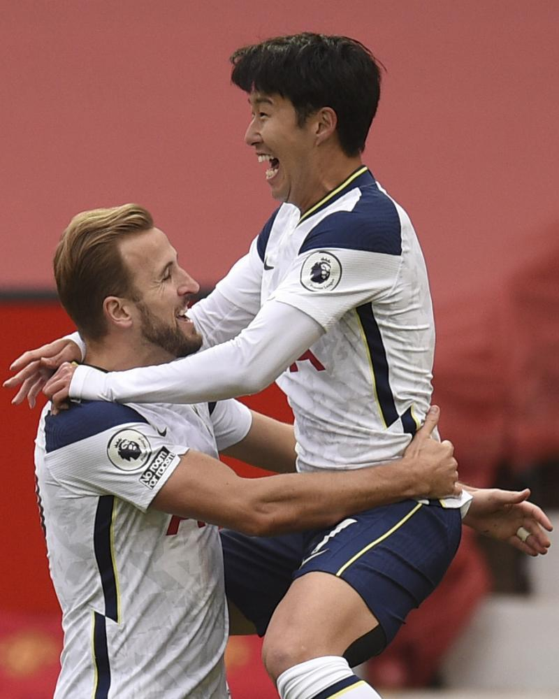 Son Heung-min celebrates with Harry Kane after scoring Tottenham's second at Manchester United on 4 October 2020