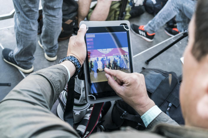 <p>A photographer edits photos after the Aquarius after arrived at the port of Valencia. (Photo: José Colón for Yahoo News) </p>