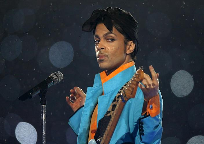 Prince performs during the halftime show of the NFL's Super Bowl XLI football game between the Chicago Bears and the Indianapolis Colts in Miami, Fla., Feb. 4, 2007. (REUTERS/Mike Blake)