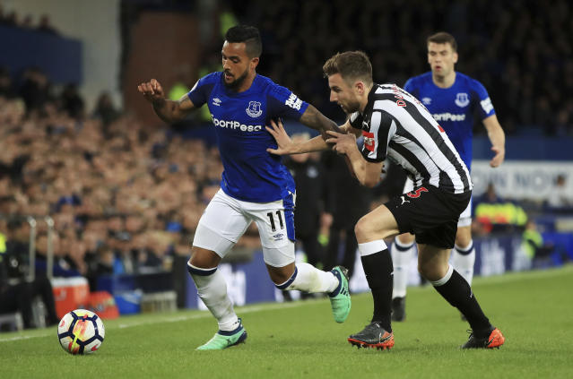 Everton's Theo Walcott, left, and Newcastle United's Paul Dummett battle for the ball during the English Premier League soccer match between Everton and Newcastle United at Goodison Park, Liverpool, England, Monday, April 23, 2018. (Peter Byrne/PA via AP)