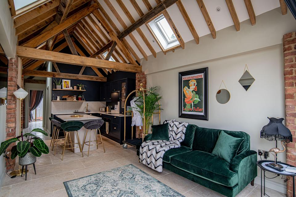 """<strong><a href=""""http://airbnb.pvxt.net/dooWkq"""" rel=""""nofollow noopener"""" target=""""_blank"""" data-ylk=""""slk:Farm Barn, Warwickshire"""" class=""""link rapid-noclick-resp"""">Farm Barn, Warwickshire </a></strong><br><br>Situated on a working farm in the Warwickshire countryside, this bijou barn benefits from a hot tub, barbecue and its own alfresco dining area.<br><br><em>From £150 per night</em>"""