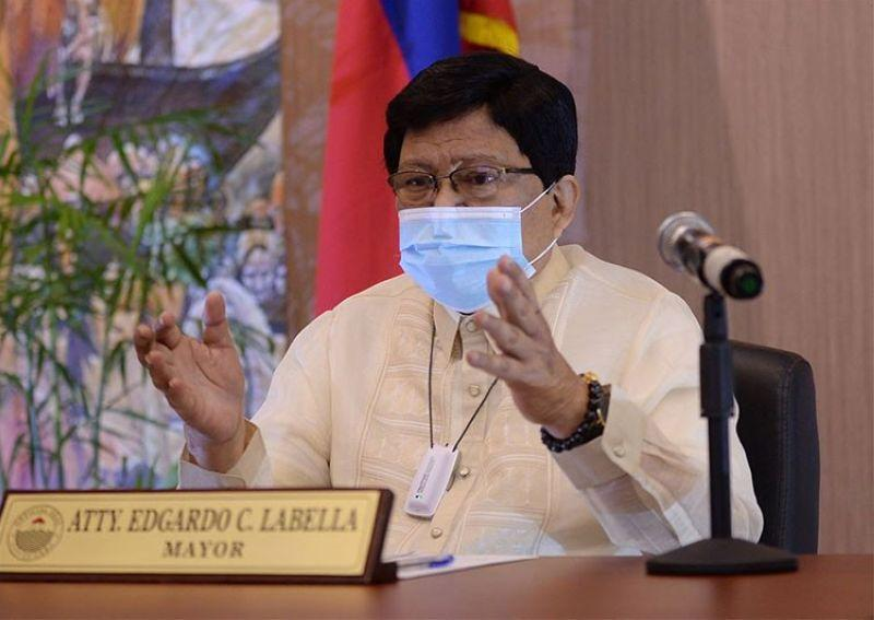 Bzzzzz: Labella talks of jobs, jobs, jobs the way Du30 promised build, build, build. 'I'm the city's father,' says mayor. Mike Rama weighs in, 'I'm the mother.'
